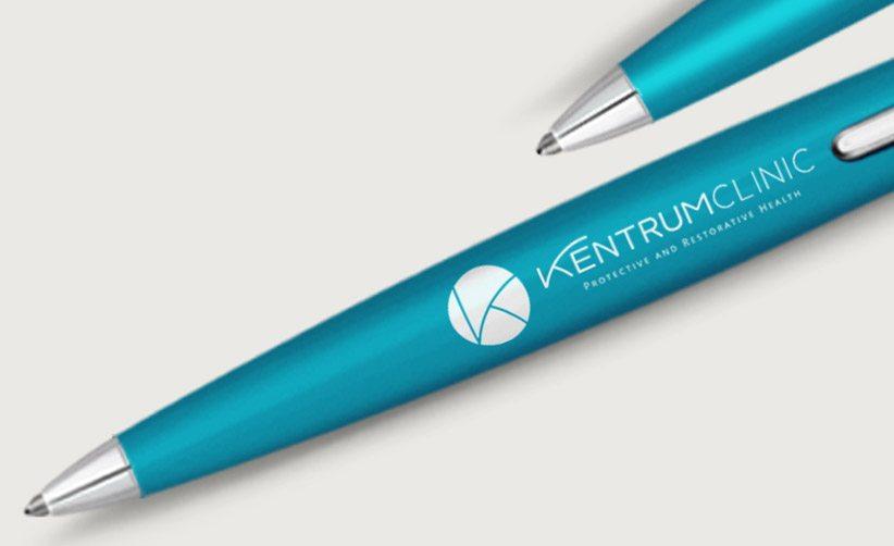 Aplicación de logotipo en Pluma Kentrum Clinic